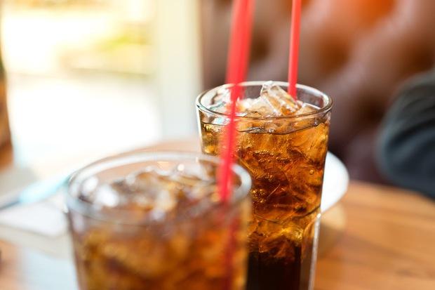 Bác sĩ cho uống 2kg nước có ga mỗi ngày để loại bỏ sỏi dạ dày trong cơ thể người đàn ông do ăn liền một lúc 1.5kg quả hồng - Ảnh 5.