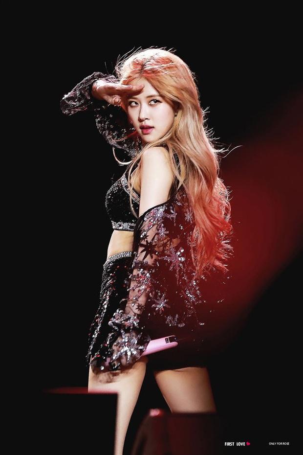 Nữ idol có bóng lưng đẹp nhất Kpop: Tóc bay như tác phẩm nghệ thuật, lộ rõ body cực phẩm, quay lại còn mê đắm hơn - Ảnh 2.