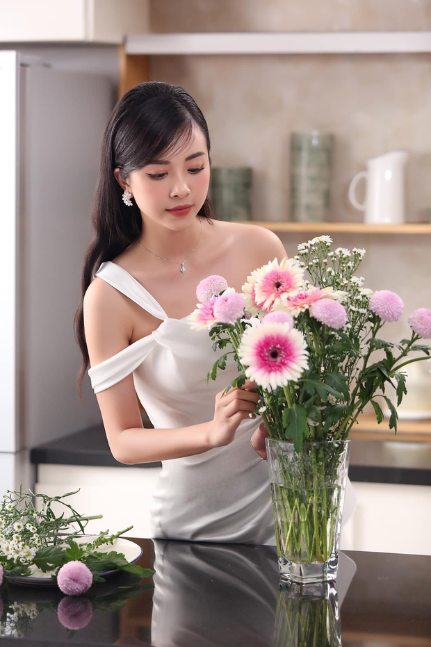HOT: Á hậu Thuý An được bạn trai cầu hôn lãng mạn sau 3 năm hẹn hò kín tiếng, gần hết nhiệm kỳ đã có tin vui - Ảnh 7.