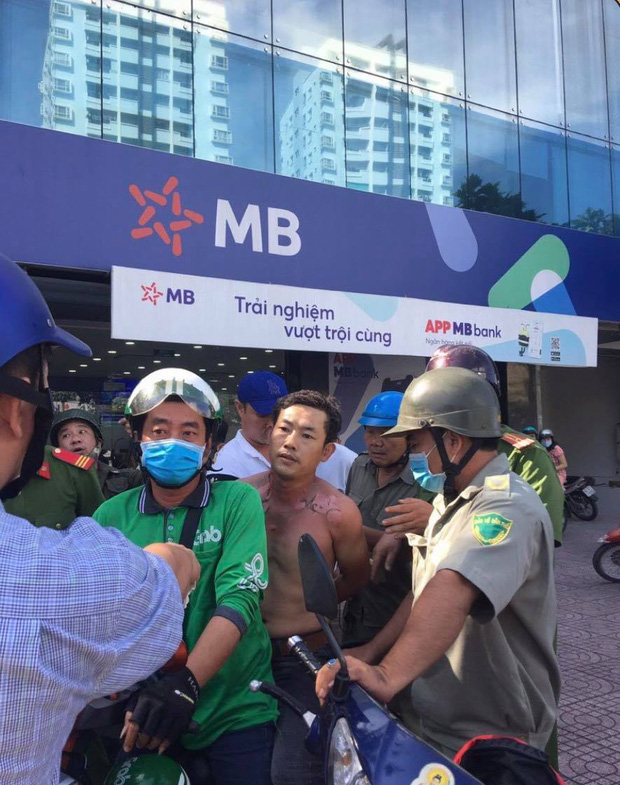 TPBank thông tin vụ người đàn ông tẩm xăng, xông vào cướp chi nhánh ở Sài Gòn - Ảnh 1.