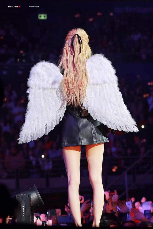 Nữ idol có bóng lưng đẹp nhất Kpop: Tóc bay như tác phẩm nghệ thuật, lộ rõ body cực phẩm, quay lại còn mê đắm hơn - Ảnh 7.