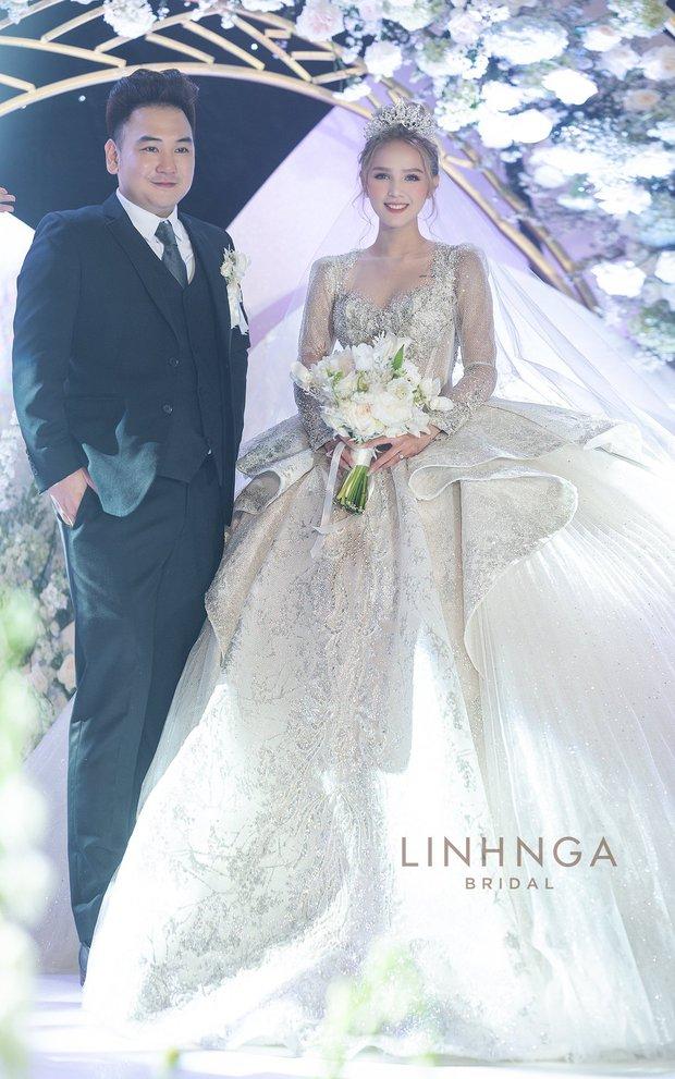 Cận cảnh loạt váy cưới, trong đó có chiếc 28 tỷ đính 6 viên kim cương của Xoài Non - vợ streamer giàu nhất VN - Ảnh 1.