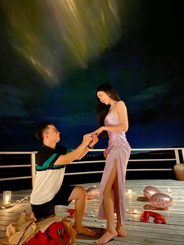 HOT: Á hậu Thuý An được bạn trai cầu hôn lãng mạn sau 3 năm hẹn hò kín tiếng, gần hết nhiệm kỳ đã có tin vui - Ảnh 2.