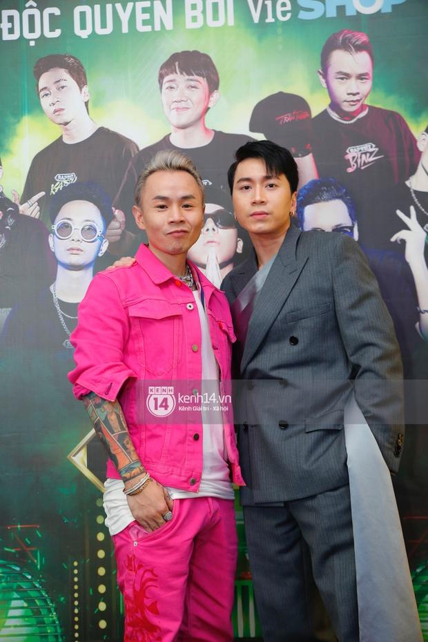 Thảm đỏ Chung kết Rap Việt: Suboi khoe răng kim cương, Diễm My 9X quá ngầu, Binz - Karik dính nhau như sam - Ảnh 12.