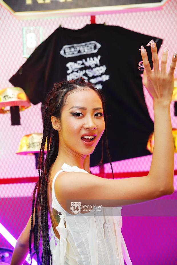 Thảm đỏ Chung kết Rap Việt: Suboi khoe răng kim cương, Diễm My 9X quá ngầu, Binz - Karik dính nhau như sam - Ảnh 4.