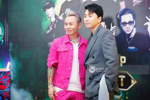 Thảm đỏ Chung kết Rap Việt: Suboi khoe răng kim cương, Diễm My 9X quá ngầu, Binz - Karik dính nhau như sam - Ảnh 11.
