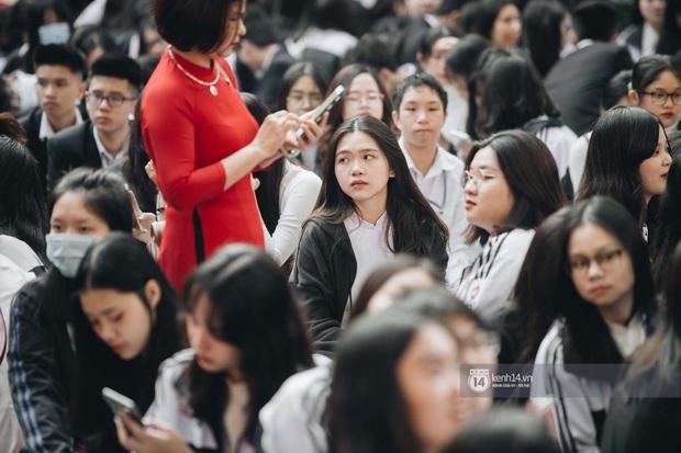 Trường Việt Đức kỷ niệm 65 năm: Đỗ Mỹ Linh xinh xuất thần, dàn khách mời khủng có Tuấn Hưng và thí sinh Rap Việt - Ảnh 8.