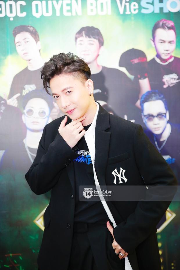 Thảm đỏ Chung kết Rap Việt: Suboi khoe răng kim cương, Diễm My 9X quá ngầu, Binz - Karik dính nhau như sam - Ảnh 23.