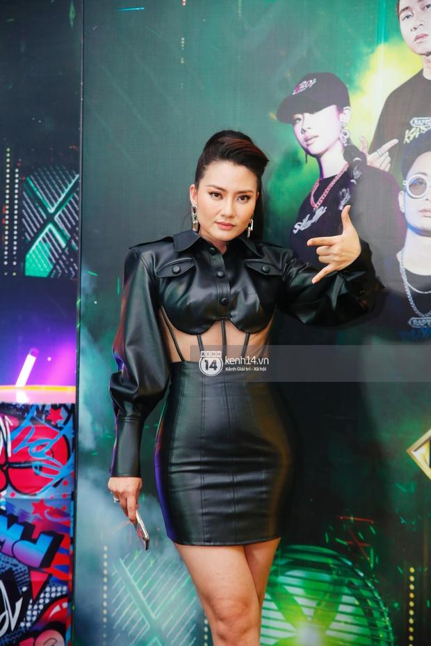 Thảm đỏ Chung kết Rap Việt: Suboi khoe răng kim cương, Diễm My 9X quá ngầu, Binz - Karik dính nhau như sam - Ảnh 22.