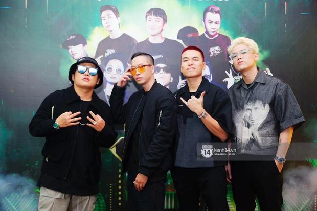 Thảm đỏ Chung kết Rap Việt: Suboi khoe răng kim cương, Diễm My 9X quá ngầu, Binz - Karik dính nhau như sam - Ảnh 29.