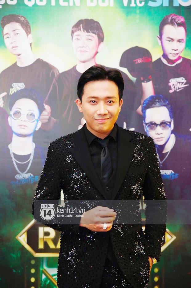 Thảm đỏ Chung kết Rap Việt: Suboi khoe răng kim cương, Diễm My 9X quá ngầu, Binz - Karik dính nhau như sam - Ảnh 2.