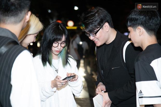 Ngày cưới Xemesis - Xoài Non, 3 cặp đôi trai tài, gái sắc thế hệ mới của làng stream Việt tay trong tay, tình tứ khỏi nói - Ảnh 2.