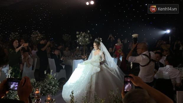 Không hổ danh vợ streamer giàu nhất Việt Nam, Xoài Non đẹp lộng lẫy trong bộ váy cưới 28 tỷ! - Ảnh 6.