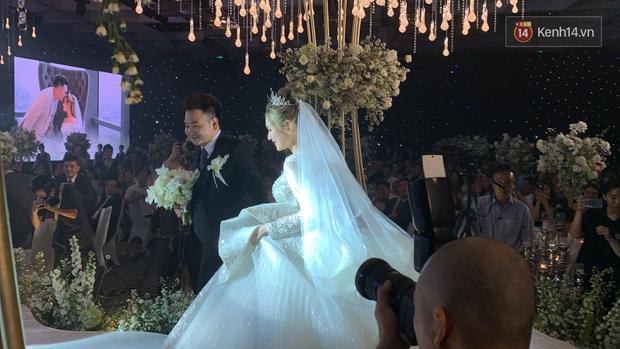 Không hổ danh vợ streamer giàu nhất Việt Nam, Xoài Non đẹp lộng lẫy trong bộ váy cưới 28 tỷ! - Ảnh 7.