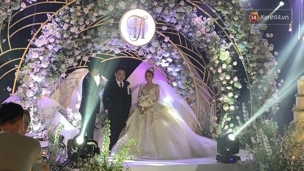 Không hổ danh vợ streamer giàu nhất Việt Nam, Xoài Non đẹp lộng lẫy trong bộ váy cưới 28 tỷ! - Ảnh 9.