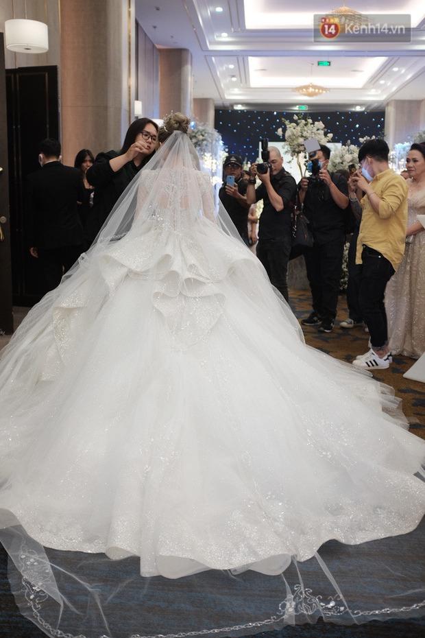 Không hổ danh vợ streamer giàu nhất Việt Nam, Xoài Non đẹp lộng lẫy trong bộ váy cưới 28 tỷ! - Ảnh 4.