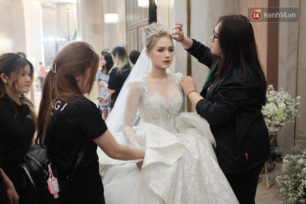 Không hổ danh vợ streamer giàu nhất Việt Nam, Xoài Non đẹp lộng lẫy trong bộ váy cưới 28 tỷ! - Ảnh 3.