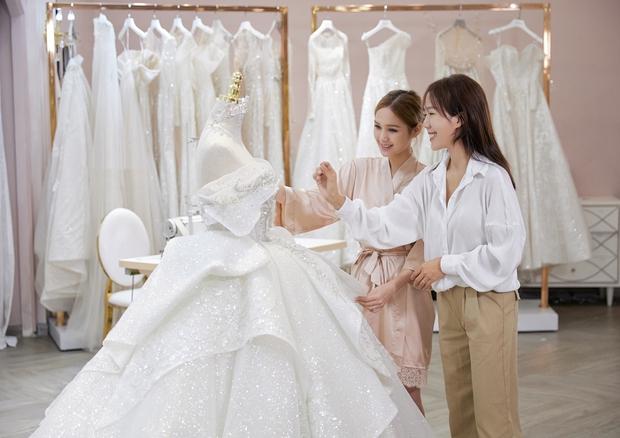 Cô dâu của streamer giàu nhất Việt Nam có khác, Xoài Non makeup cực long lanh, để tóc búi sang chảnh như gái Pháp - Ảnh 10.