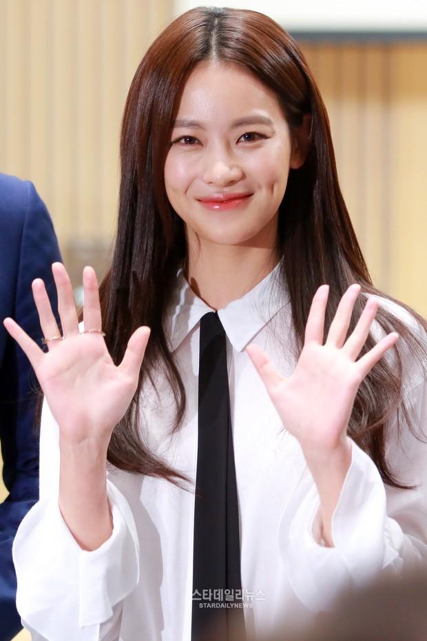 Tình tin đồn mới của Hyun Bin: Minh tinh bốc lửa nhưng nhan sắc lép vế Son Ye Jin, hóa ra là bạn gái cũ Kim Bum - Ảnh 6.