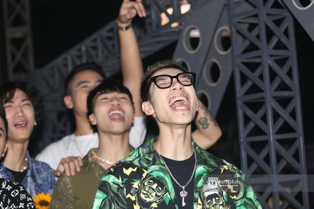 MCK lần đầu lộ diện, quẩy hết mình tại Rap Việt sau ồn ào vạ miệng - Ảnh 2.