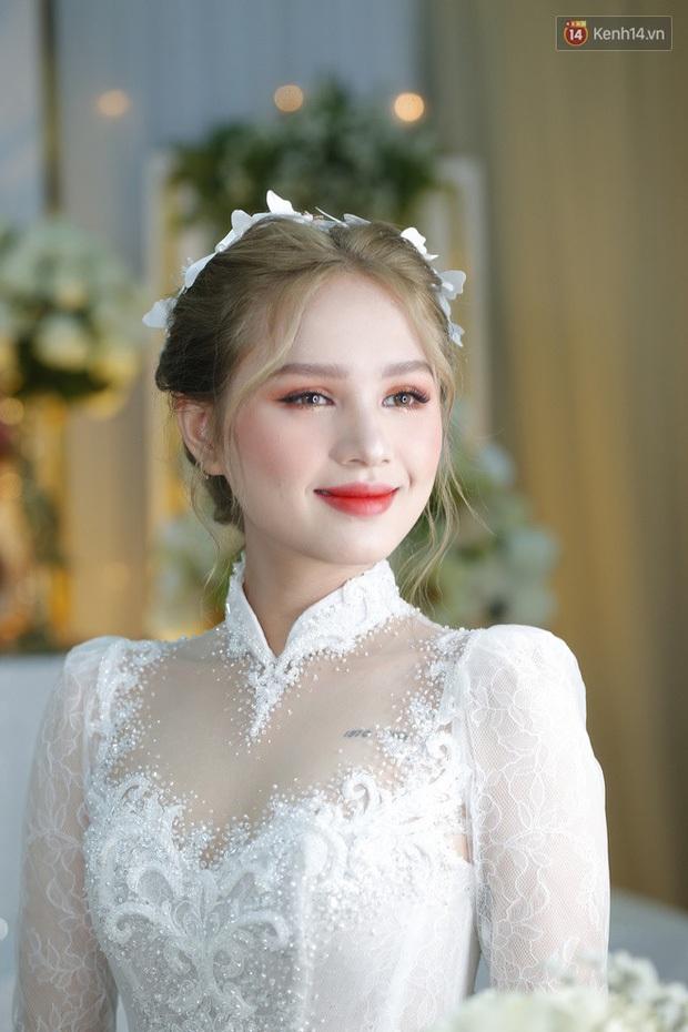 Cô dâu của streamer giàu nhất Việt Nam có khác, Xoài Non makeup cực long lanh, để tóc búi sang chảnh như gái Pháp - Ảnh 2.