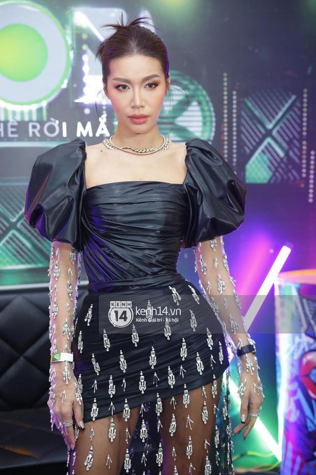 Rap Việt là đấu trường chặt chém của dàn sao nữ: Ngọc Lan diện đồ nguy hiểm, Suboi hầm hố, kéo xuống ngã ngửa vì Khả Như - Ảnh 7.