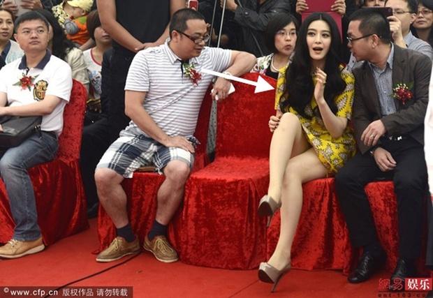 Lộ nội y đã là gì, Phạm Băng Băng còn nhiều sự cố thời trang đi vào lịch sử thảm đỏ: Đến giờ nhắc lại vẫn hết hồn - Ảnh 2.
