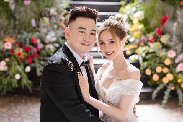 Ngày cưới Xemesis - Xoài Non, 3 cặp đôi trai tài, gái sắc thế hệ mới của làng stream Việt tay trong tay, tình tứ khỏi nói - Ảnh 1.