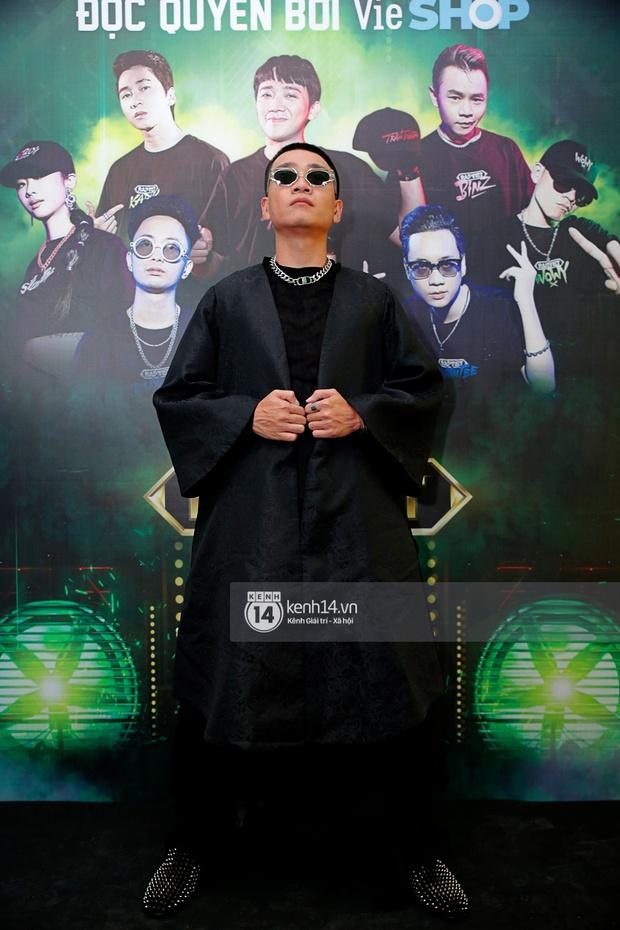 Thảm đỏ Chung kết Rap Việt: Suboi khoe răng kim cương, Diễm My 9X quá ngầu, Binz - Karik dính nhau như sam - Ảnh 8.