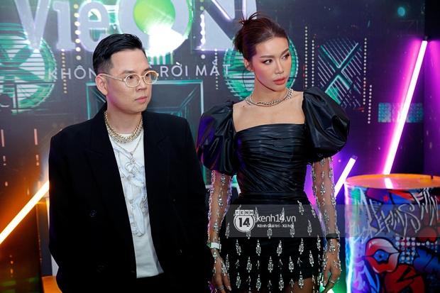 Thảm đỏ Chung kết Rap Việt: Suboi khoe răng kim cương, Diễm My 9X quá ngầu, Binz - Karik dính nhau như sam - Ảnh 21.