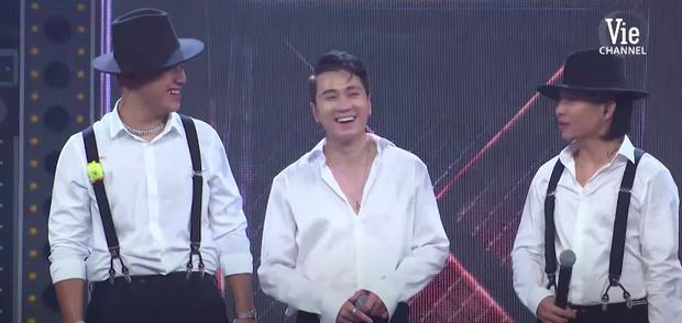 Bộ 3 quái vật Karik - GDucky - Ricky Star diện sơ mi soái ca, cơn địa chấn tăng gấp 3 lần tại Gala Chung kết Rap Việt - Ảnh 5.