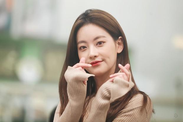 Tình tin đồn mới của Hyun Bin: Minh tinh bốc lửa nhưng nhan sắc lép vế Son Ye Jin, hóa ra là bạn gái cũ Kim Bum - Ảnh 7.