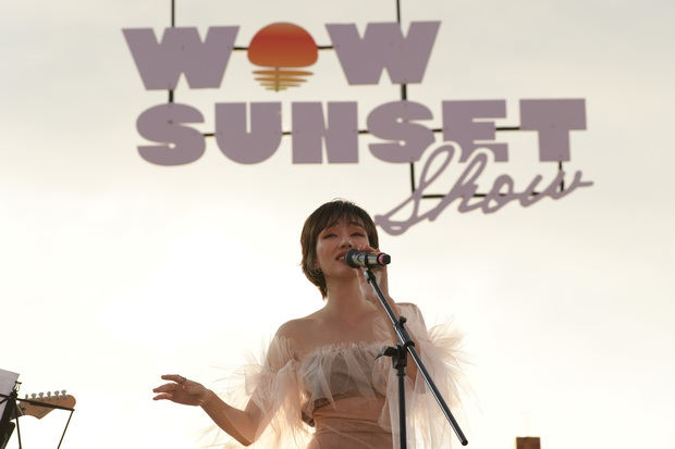 Nguyên Hà thích hát tại WOW Sunset Show vì kiểu gì cũng có hình đẹp, Lê Hiếu bật mí ca khúc bắt trúng tâm trạng khi yêu - Ảnh 4.