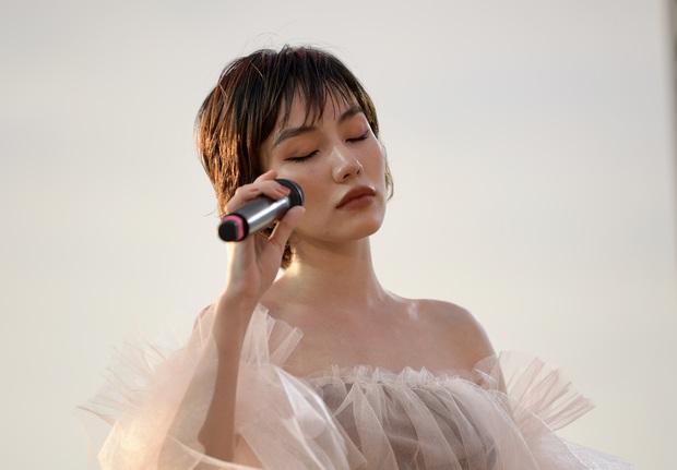 Nguyên Hà thích hát tại WOW Sunset Show vì kiểu gì cũng có hình đẹp, Lê Hiếu bật mí ca khúc bắt trúng tâm trạng khi yêu - Ảnh 3.