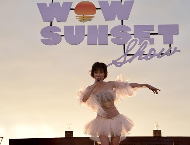 Nguyên Hà thích hát tại WOW Sunset Show vì kiểu gì cũng có hình đẹp, Lê Hiếu bật mí ca khúc bắt trúng tâm trạng khi yêu - Ảnh 2.