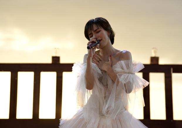 Nguyên Hà thích hát tại WOW Sunset Show vì kiểu gì cũng có hình đẹp, Lê Hiếu bật mí ca khúc bắt trúng tâm trạng khi yêu - Ảnh 5.