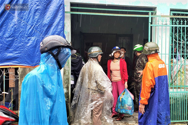 Đà Nẵng sơ tán hơn 92.000 người tránh bão số 13: 2 tháng mà phải chạy bão đến 3 lần, tôi lo mất cả Tết quá - Ảnh 1.