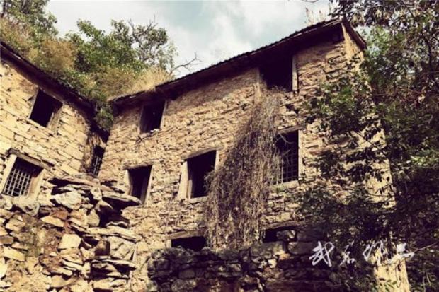 Ngôi làng ma ám đáng sợ nhất Trung Quốc: Không ai đủ can đảm quay lại lần thứ 2 và bí ẩn về chiếc ghế Thái sư bị dính lời nguyền - Ảnh 2.