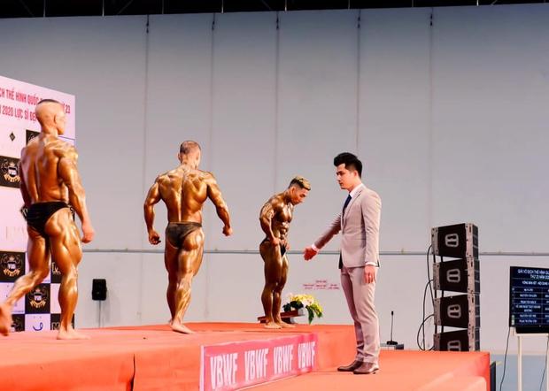 Trọng tài đẹp trai nhất Giải Vô địch thể hình QG 2020: Từng phục vụ trong Quân chủng PKKQ, ngày làm HLV gym, tối làm Phó TGĐ nhãn hiệu thời trang - Ảnh 12.