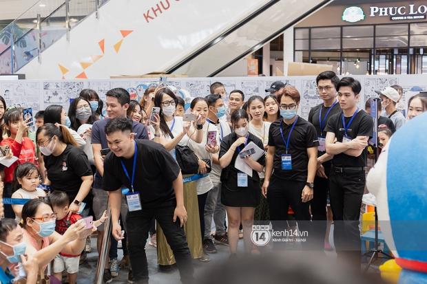 Ảnh: Giới trẻ Sài Gòn đua nhau đến dự sinh nhật 50 tuổi siêu hoành tráng của Doraemon, chụp hình check-in nhiều không kém gì thiếu nhi! - Ảnh 9.