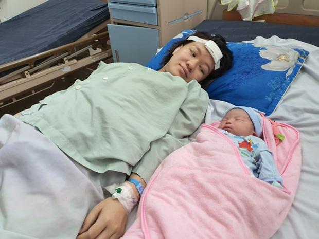 Vụ nữ tài xế lái ô tô tông, kéo lê xe máy chở sản phụ đi sinh: May mắn 2 mẹ con bình an, bé gái chào đời nặng 3,4kg - Ảnh 2.