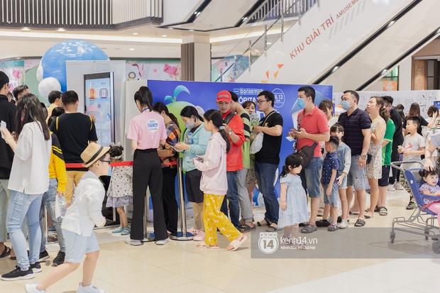 Ảnh: Giới trẻ Sài Gòn đua nhau đến dự sinh nhật 50 tuổi siêu hoành tráng của Doraemon, chụp hình check-in nhiều không kém gì thiếu nhi! - Ảnh 2.