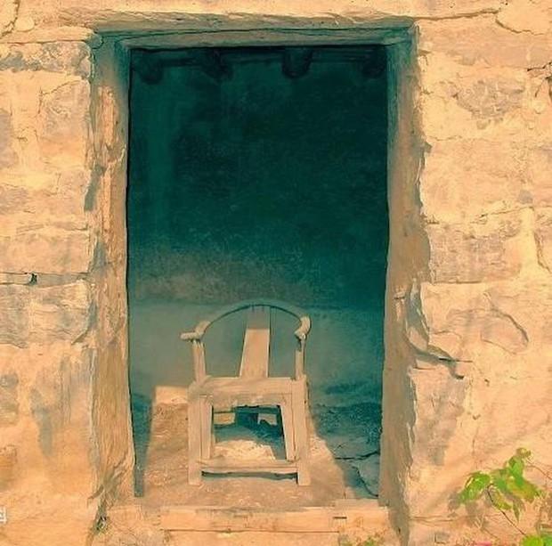 Ngôi làng ma ám đáng sợ nhất Trung Quốc: Không ai đủ can đảm quay lại lần thứ 2 và bí ẩn về chiếc ghế Thái sư bị dính lời nguyền - Ảnh 3.