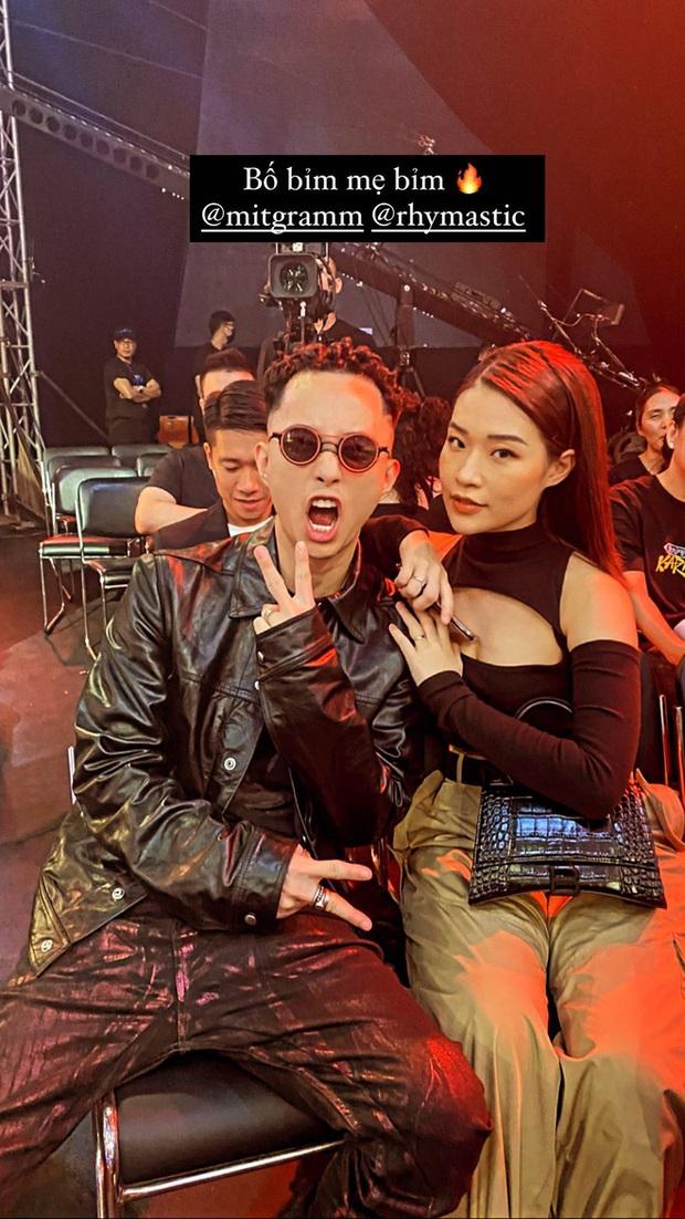 Rhymastic không hổ danh anh chồng quốc dân: Vừa rap nịnh vợ trên sân khấu lại vội vã tìm bà xã khi kết thúc Rap Việt - Ảnh 6.