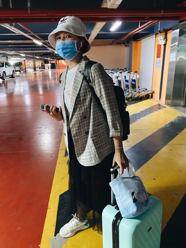 Tân Sơn Nhất phân làn, hành khách và tài xế công nghệ mỏi mắt tìm nhau giữa các tầng ở nhà giữ xe: Chờ cả tiếng lại phải trả thêm 25.000 đồng - Ảnh 6.