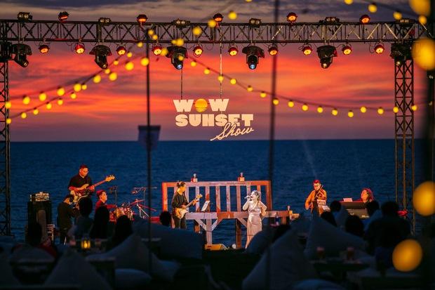 Review WOW Sunset Show: Không đèn led nào so được với ánh hoàng hôn, chẳng nhóm bè nào hoàn hảo hơn tiếng sóng biển - Ảnh 5.