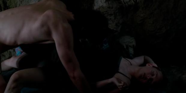 5 cảnh nóng đứt đoạn siêu máu me ở phim kinh dị: Ám ảnh nhất là cô bé mọc răng cắn phăng mọi anh trai hư đốn! - Ảnh 11.