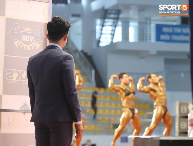 Trọng tài đẹp trai nhất Giải Vô địch thể hình QG 2020: Từng phục vụ trong Quân chủng PKKQ, ngày làm HLV gym, tối làm Phó TGĐ nhãn hiệu thời trang - Ảnh 5.
