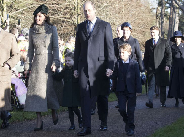 Tưởng luôn chuẩn mực nhưng có tới 10 lần Công nương Kate đã vi phạm quy định Hoàng gia Anh mà công chúng không ai hay biết - Ảnh 9.