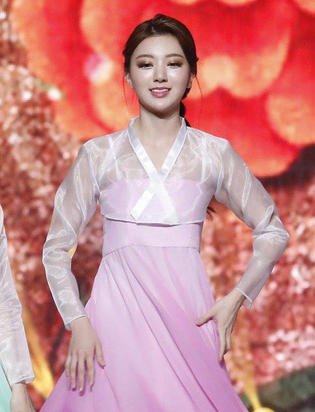 """Cuộc thi Hoa hậu Hàn Quốc bị """"ném đá"""" gắt nhất lịch sử: Thí sinh diện Hanbok như đồ bơi, """"bức tử"""" vòng 1 phản cảm - Ảnh 6."""